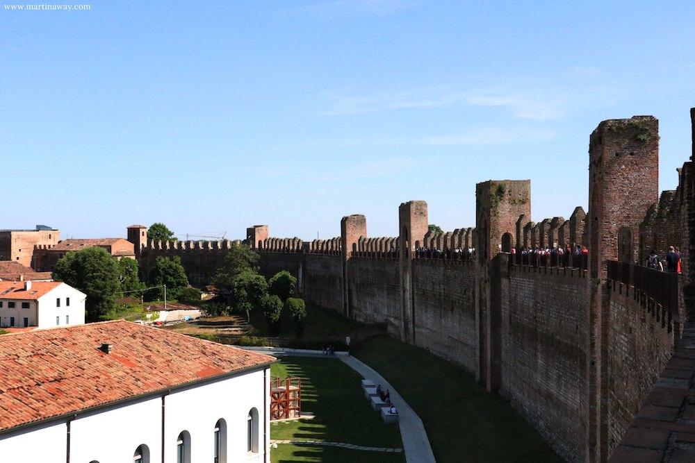 Mura di cittadella e camminamento di ronda