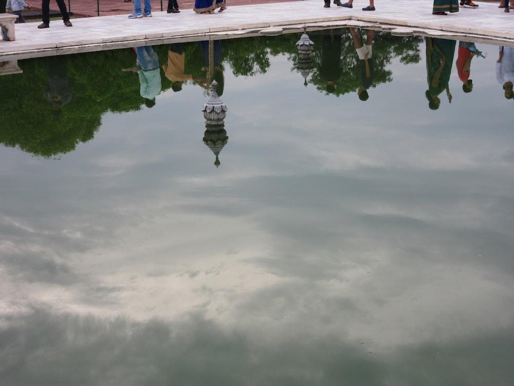 Riflesso nel parco del Taj Mahal